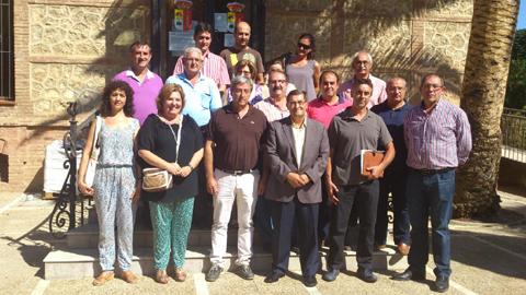 Alcaldes de la comarca de Guadix se reúnen en Benalúa con diputados provinciales para buscar una solución ante los retrasos en los pagos de dependencia que están sufriendo las empresas granadinas prestadoras de ayuda a domicilio