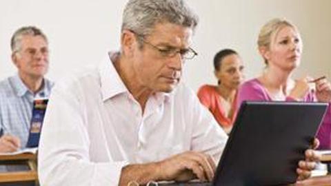 Las personas desempleadas mayores de 45 años de la localidad de Punta Umbría pueden inscribirse en alguno de los dos nuevos cursos formativos en idiomas que se realizarán en el Centro de Formación en Innovación y Tecnología