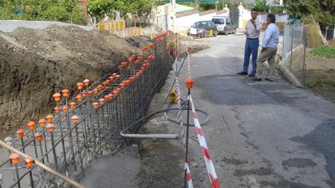 Comienza en Coin el arreglo del camino de Las Calzadas que beneficiará a unos 5.000 vecinos y que consiste en la eliminación del desnivel entre el camino y la carretera A-366, que supone un grave riesgo para los conductores