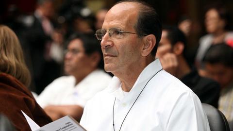 El padre Alejandro Solalinde declara ante las autoridades después de asegurar públicamente que los 43 normalistas de Ayotzinapa perdieron la vida al ser colocados en una pira de madera