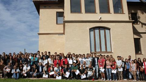 72 jóvenes de San Juan de Aznalfarache se incorporan hoy a trabajar durante seis meses en el ayuntamiento sevillano gracias al Plan Emple@joven