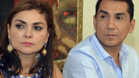 Detienen al ex alcalde prófugo de Iguala, José Luis Abarca, y su esposa, María de los Ángeles Pineda en México tras ser considerados los autores intelectuales de la desaparición de los 43 estudiantes de Iguala y la muerte de 6 personas