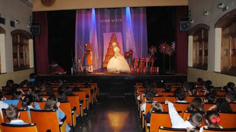 Los escolares de Maracena disfrutan del teatro para complementar su formación con técnicas teatrales que le ayudan a aprender inglés y a desarrollar sus habilidades comunicativas