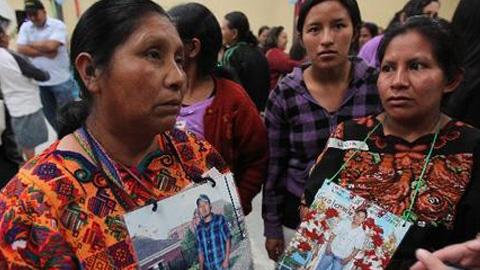 Casi cincuenta madres de migrantes centroamericanos desaparecidos desde hace años han iniciado este miércoles una caravana hacia México