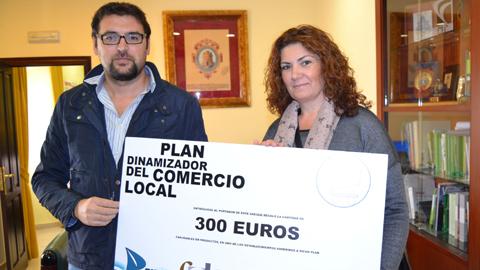 Ante la buena acogida de la propuesta, Guillena amplia a todo el 2015 los sorteos de los cheques de 300 del Plan Local de Comercio con el objetivo de dinamizar la economía local