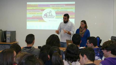 Priego de Córdoba pone en funcionamiento la campaña 'Sí, es amor' dirigida a los y las jóvenes con el objetivo de fomentar la concienciación para prevenir la violencia de género