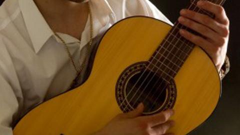 El Ronquillo abre su oferta de talleres formativos para el 2015 con las modalidades de taller de habilidades sociales, taller de teatro de sombras para niños y niñas, y cursos para aprender a tocar la guitarra, bandurria o laud
