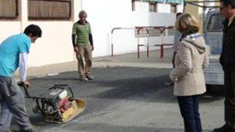 Los programas de Eliminación de Barreras y Remanco, de reparación, mantenimiento y conservación; llevan a cabo una serie de actuaciones de mejora en varias vías urbanas y aceras de Mazagón