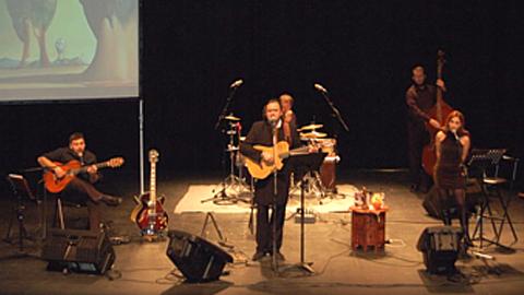 Con motivo del Día de la Paz en las Escuelas, 800 alumnos y alumnas de Atarfe disfrutarán en el Centro Cultural Medina Elvira dos recital didácticos del cantautor jiennense Paco Damas