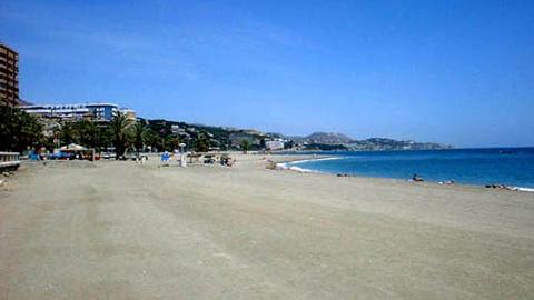 Torrox aprueba su nuevo plan de playas con mejoras en la accesibilidad, estrenando las banderas Q de Calidad concedidas por el Instituto de Calidad Turística Española a las playas de Ferrara y El Morche