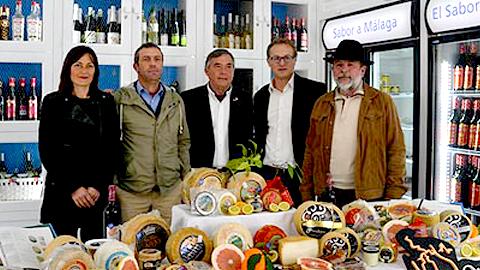 El municipio malagueño Álora, acogerá a finales de esta semana en el Edificio Municipal La Cancula, la VIII Exposición de Gallinas y el IV Mercado de Queso, que reúne las principales queserías de la región