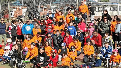 Un centenar de personas se concentran en Mazagón para disfrutar del deporte sobre patines mediante la realización de dos rutas y diversos juegos, promoviendo así una alternativa saludable de ocio