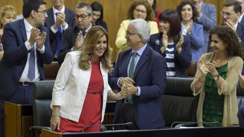 La primera sesión para el debate de investidura de Susana Díaz como nueva Presidenta de la Junta de Andalucía no llega a ningún consenso entre las diferentes fuerzas políticas representadas en el Parlamento