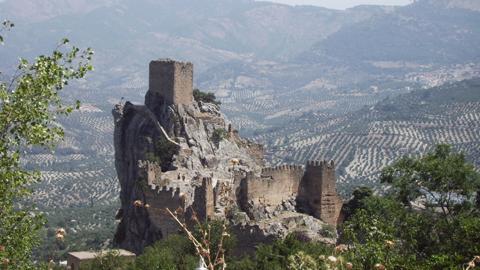 La Iruela, en Jaén o Casares, en Málaga, son calificados como destinos turísticos increíbles por la publicación Conde Nast Traveler, un blog que recomienda 13 municipios andaluces en una lista de 101 viajes