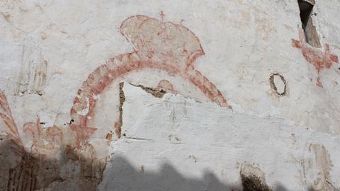 Aparecen pinturas del siglo XVIII en la primera fase de restauración de la antigua Posada de Arrieros de la localidad cordobesa de Hornachuelos, edificio ya declarado Bien de Interés Cultural