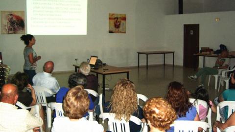 60 vecinos y vecinas de una pedanía de Fuente Obejuna asisten a una charla sobre la dieta mediterránea, la alimentación cardio-saludable y la práctica de deporte promovida por el Club deportivo local