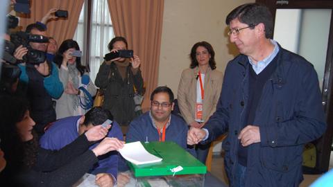 24M: El responsable Ciudadanos Andalucía, Juan Marín, vota en Sanlúcar de Barrameda y espera que se confirmen los buenos presagios para su formación en estas elecciones municipales