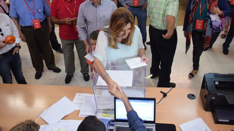 24M: La secretaria general del PSOE-A, Susana Díaz, vota en Sevilla, anima a la participación y ve cercano la constitución del nuevo Gobierno andaluz tras la celebración de estos comicios