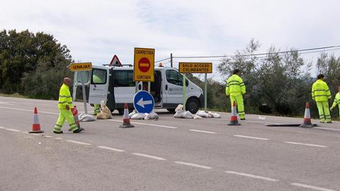 La remodelación del tramo de carretera que comunica Iznájar con la aldea de Lorite facilita el acceso a las explotaciones agrarias de la localidad cordobesa y mejora la seguridad vial de los vecinos y vecinas