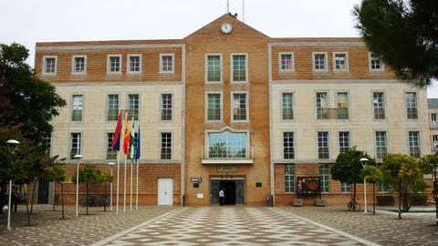 El Ayuntamiento de Los Palacios y Villafranca reclama a la Junta de Andalucía el pago de los 1.8 millones de euros que se le adeudan por programas y servicios promovidos por el gobierno andaluz