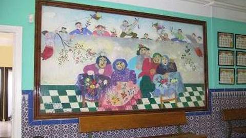 Cantillana restaurará el mural que pintó el artista andaluz José Pérez Ocaña hace más de 30 años en la entrada del CEIP' La Esperanza' gracias a un acuerdo entre la cooperativa Atrapasueños y la familia