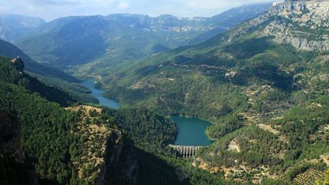 El Parque Natural de Cazorla, Segura y Las Villas aumenta sus recursos turístico-deportivos con la construcción de un nuevo itinerario de montaña dedicado a la escalada en el municipio jienense de La Iruela