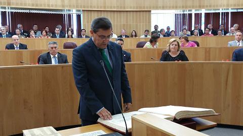 El socialista José Entrena nombrado nuevo presidente de la Diputación de Granada, gracias a los votos de Ciudadanos e Izquierda Unida, releva al popular Sebastián Pérez al frente de la corporación provincial