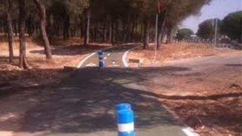 Finalizan las obras de la vía para bicicletas y peatones que une Palos de la Frontera con Mazagón en la A-494, facilitando el tránsito de personas, especialmente de las y los trabajadores de la zona