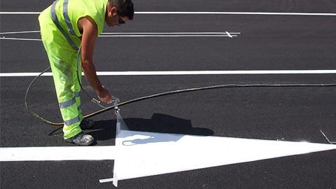 La provincia andaluza de Jaén destina un presupuesto de 500.000 euros a un plan de mejora de la señalización horizontal en cerca de 600 kilómetros de carretera, llegando hasta el municipio de Jimena