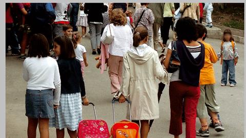 Las familias que se encuentren en riesgo de exclusión social de Coín podrán beneficiarse de las ayudas económicas para afrontar los gastos de la vuelta al colegio tras anunciarse el adelanto de dichas cuantías