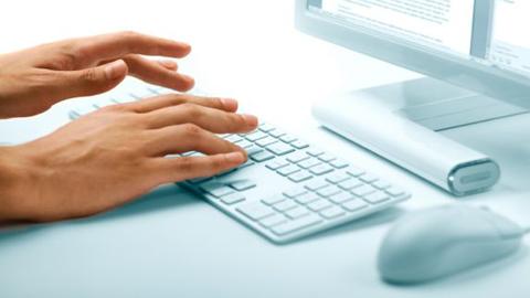 La población joven de Barbate ya puede apuntarse a los nuevos cursos gratuitos que organiza Andalucía Compromiso Digital sobre aplicaciones para móviles, bloggerismo, ofimática y el software Prezi