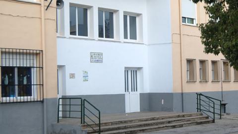 """El Consejo de Educación Inicial y Primaria """"Las Huertas"""" y el Instituto de Educación Secundaria """"Carlos Cano"""" de Pedrera solicitan ser centros educativos bilingües para estar en igualdad con el CEIP """"Tartessos"""", el otro colegio de la localidad"""