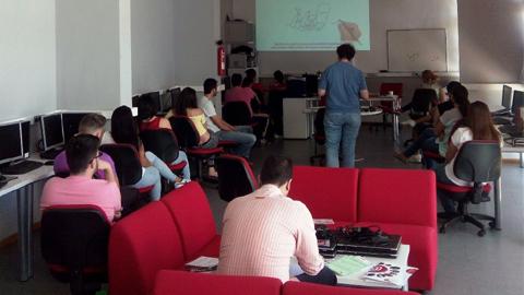 El Centro Guadalinfo de El Viso del Alcor organiza para la juventud de la localidad sevillana un taller de edición de podcast cuyos trabajos serán publicados en Internet y emitidos en la radio municipal