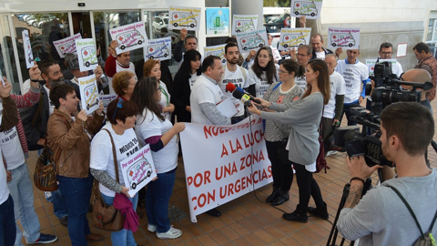 """Las Plataformas Ciudadanas """"Por un Médico 24 Horas ¡Ya!"""" y diferentes alcaldes de la Sierra Sur de Sevilla se han encerrado en el Hospital de Osuna para reivindicar una digna asistencia sanitaria de urgencias"""