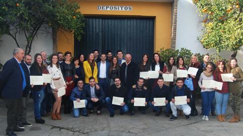 """24 jóvenes menores de 25 años, y en situación de desempleo, de Sanlúcar de Barrameda se forman por medio de la escuela taller """"Viñas de Sanlúcar"""" y las bodegas CAYDSA con el objetivo de mejorar su empleabilidad"""