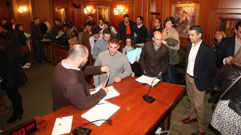 50 personas licenciadas se incorporarán por un periodo de seis meses en diferentes departamentos municipales del Ayuntamiento de Marbella para que adquieran experiencia laboral gracias al plan de becas local