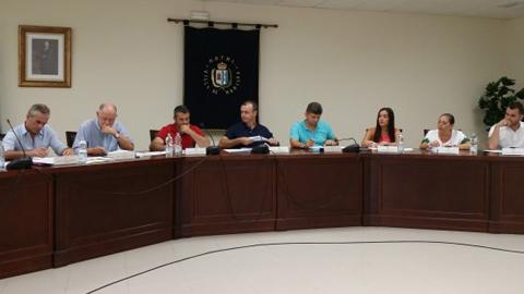 La localidad malagueña de Manilva aprueba en su último pleno del año sus presupuestos generales para este 2016, además de las bases para ayudas en el pago del 20% del impuesto sobre bienes inmuebles