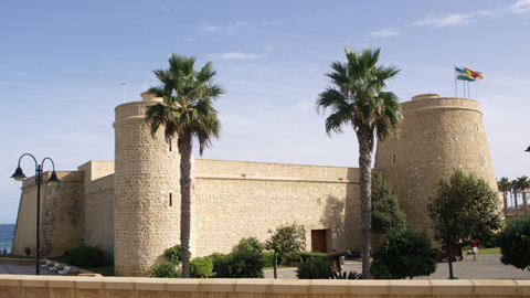 Roquetas de Mar organiza diversos 'Talleres de Invierno 2016′ en el Castillo de Santa Ana para alumnos y alumnas de todas las edades y temáticas como fomento de la lectura, ciencia o discapacidad