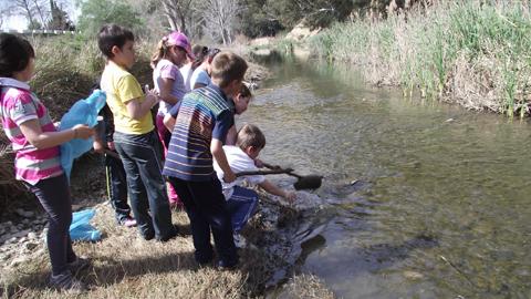700 alumnos y alumnas de los centros educativos de la provincia de Cádiz participan en el programa 'Ríos de aprendizaje. El Guadalete en Arcos' que la Diputación provincial pone en marcha en Arcos de la Frontera