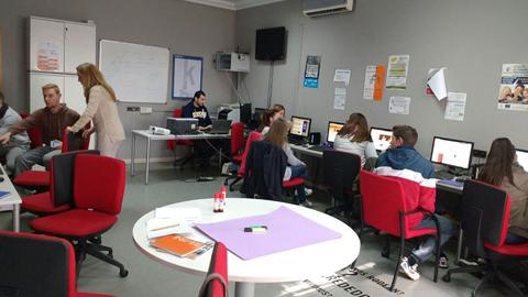 120 jóvenes de la provincia de Málaga reciben orientación y asesoramiento laboral a través del proyecto 'los clubes de empleo' que ha puesto en marcha la Diputación provincial dentro del programa europeo ESPY