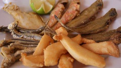 La Ruta del Pescaíto Frito de Punta Umbría comenzará el próximo 25 de febrero con las I Jornadas de Cocina Marinera, que se centrarán sobre todo en el boquerón, desarrollándose hasta el 20 de marzo