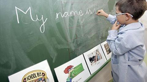 El CEIP Rodríguez Vega de Almedinilla será uno de los ocho centros bilingües que se implantarán en Córdoba para el próximo curso escolar, ascendiendo así a 136 la cifra de centros bilingües de la provincia