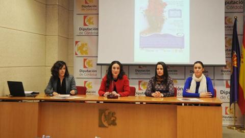 Hornachuelos celebra el I Concurso de Rejas y Balcones que pretende atraer a nuevos turistas al municipio y dar un impulso a las costumbre de Córdoba de decorar las fachadas en época primaveral