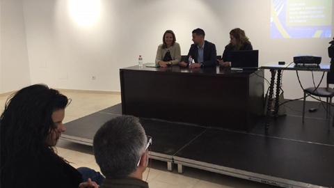 Luchar contra la violencia de género entre la adolescencia es el objetivo de la guía destinada a madres y padres puesta en marcha en el municipio jienense de Torreperogil por el Instituto Andaluz de la Mujer