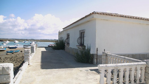 La Casa del Farero de Sancti Petri, en Chiclana, abre sus puertas como Centro de Interpretación y restaurante para transmitir al conjunto de habitantes las tradiciones culturales de las personas que la habitaron