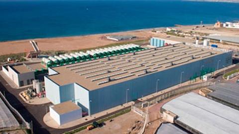 El 80% del agua que se distribuirá a partir de ahora en Roquetas de Mar será desalada, lo que supondrá una serie de beneficios económicos, medioambientales y de calidad en el agua de las viviendas del municipio