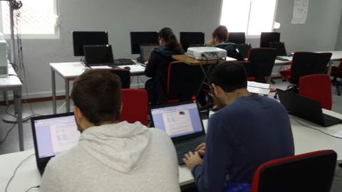 48 personas de entre 16 y 30 años comenzarán el Programa BECA.MOS para la formación en las nuevas tecnologías y la informática con el objetivo de incrementar la empleabilidad de Benalup-Casas Viejas