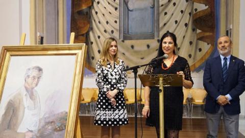 Vera homenajea al pintor almeriense Juan Miralles a través de una exposición colectiva de artistas de la provincia que bajo el título 'Pintando su ausencia' dan el último adiós a este reconocido artista