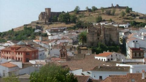 La población de Aracena ya puede solicitar la Ayuda a la Rehabilitación de la Vivienda, un proyecto que tiene la finalidad de crear trabajo en el sector de la construcción y mejorar la imagen del municipio
