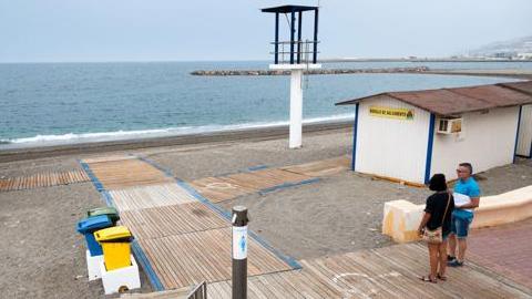 Los municipios costeros de Adra y Vera son los primeros en la provincia de Almería en permitir el acceso gratuito de bañistas al wifi en sus playas